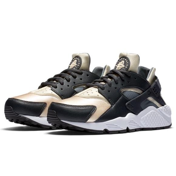 2fa8c5a262525 Nike Air Huarache - Black   Gold. M 5a44277d2ab8c521c80a84d5